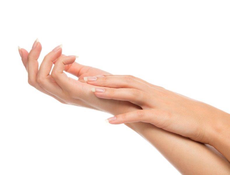 Zabieg parafinowy na dłonie daje efekt nawilżenia i zmiękczenia skóry | fot.: Fotolia