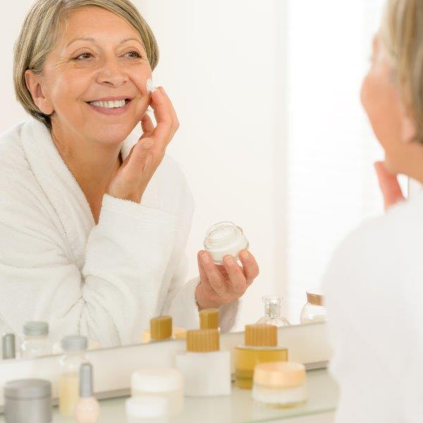 Pielęgnacja domowa to istotny element profilaktyki starzenia skóry