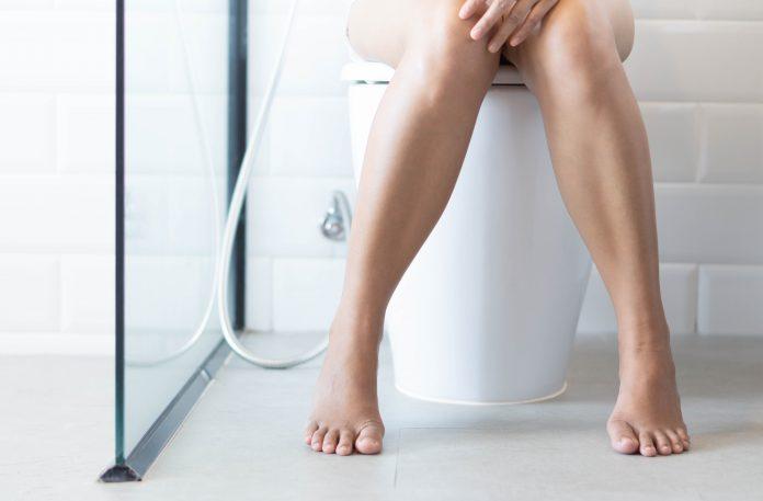 częstomocz kobieta w toalecie