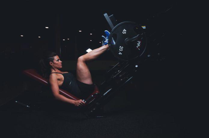Ćwiczenia na maszynie na brzuch