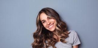 Suchy szampon do przetłuszczających się włosów