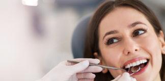 Kobieta u dentysty