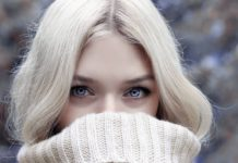 Kobieta w ciepłym swetrze zimą