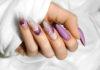 zadbane dłonie z pięknym fantazyjnym manicure