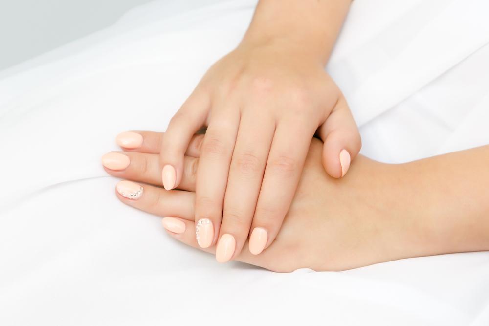 Manicure ślubny - cyrkonie