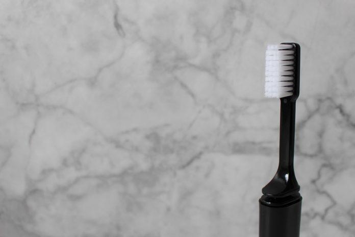 szczoteczka do zębów klasyczna czarna