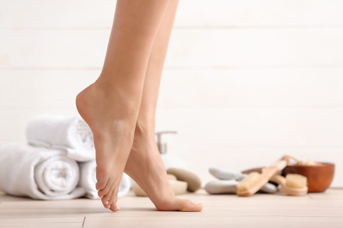 piękne kobiece stopy