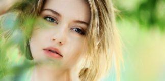 Zestresowana młoda kobieta